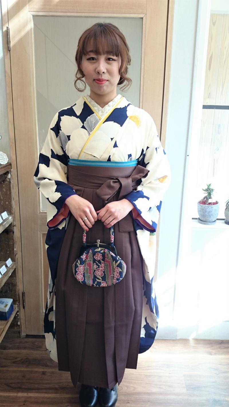 〈紺地に白花振袖×袴*着付け、ヘアセット〉