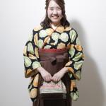 黒地緑とオレンジ絞りに袴 卒業式