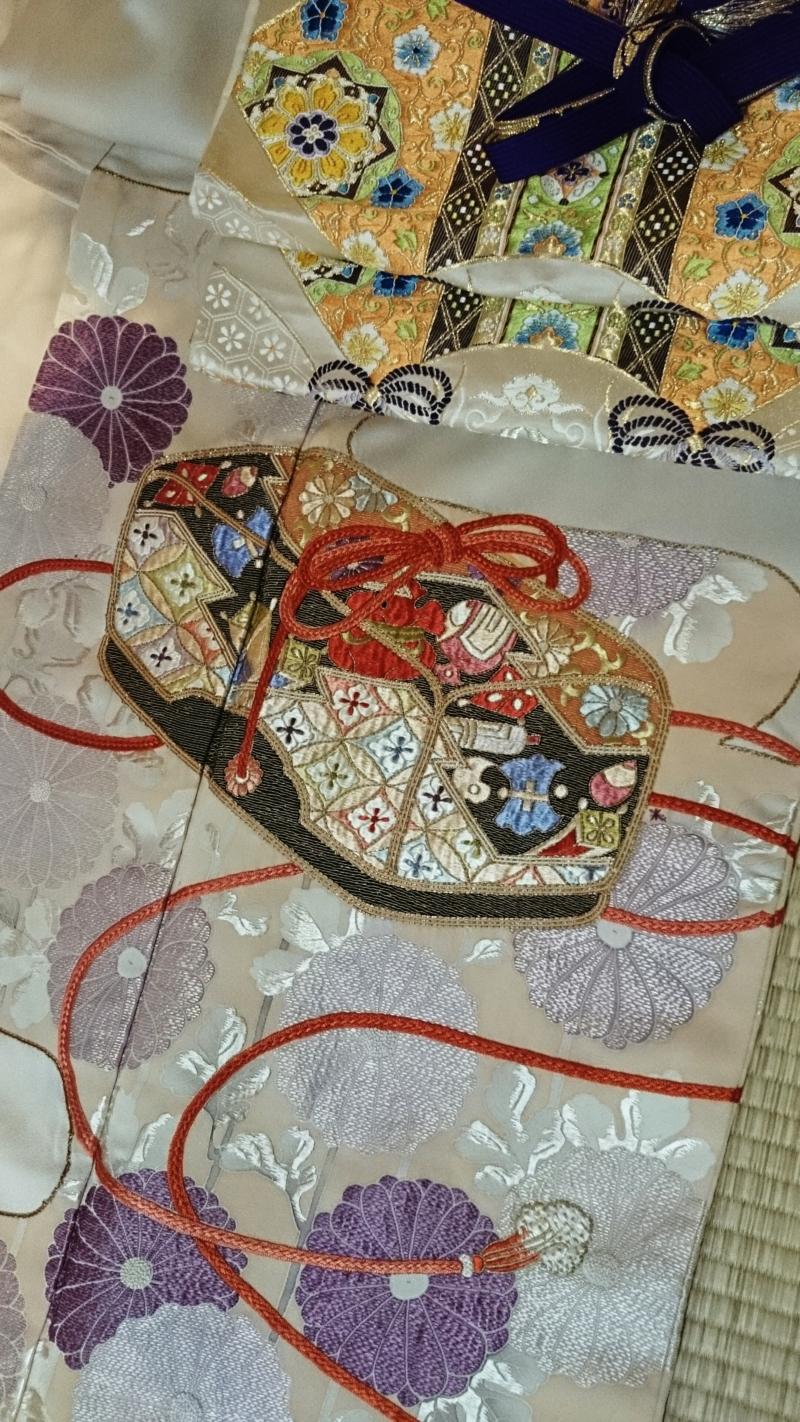 〈結婚式*文箱と菊の色留袖〉