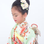 黄緑地花柄7歳女児 七五三 兄弟写真