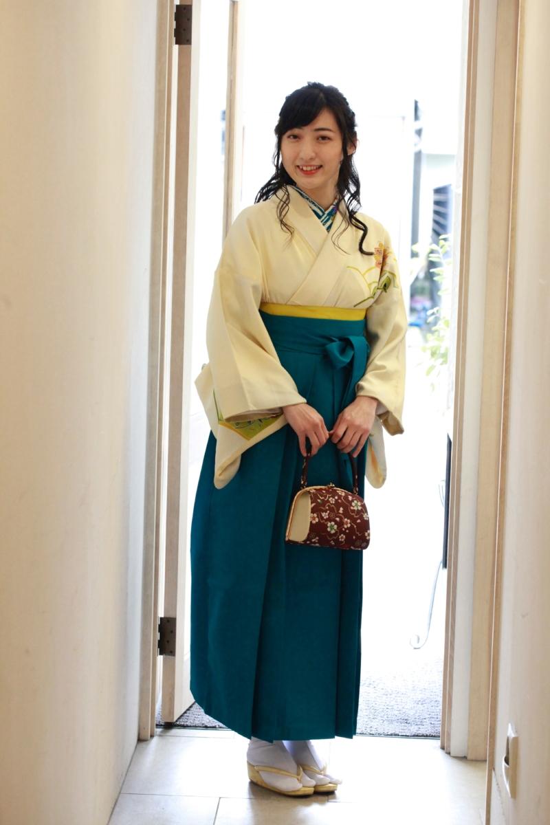 うす黄色型花訪問着に袴 卒業式