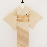 ベージュ地(刺繍一つ紋)色留袖