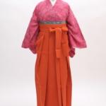ピンク松小紋にオレンジ袴