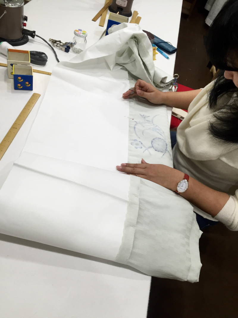 〈和裁教室〉帯を縫う。