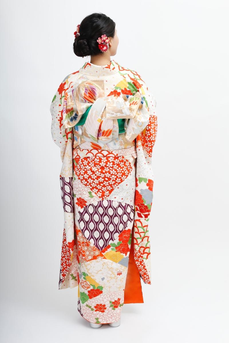 青海波に刺繍牡丹と立涌に桜振袖