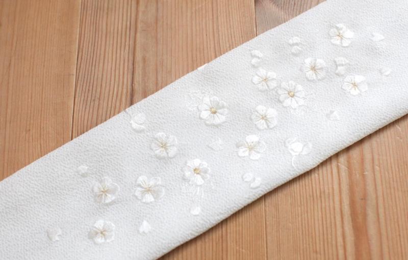 白に金刺繍半襟