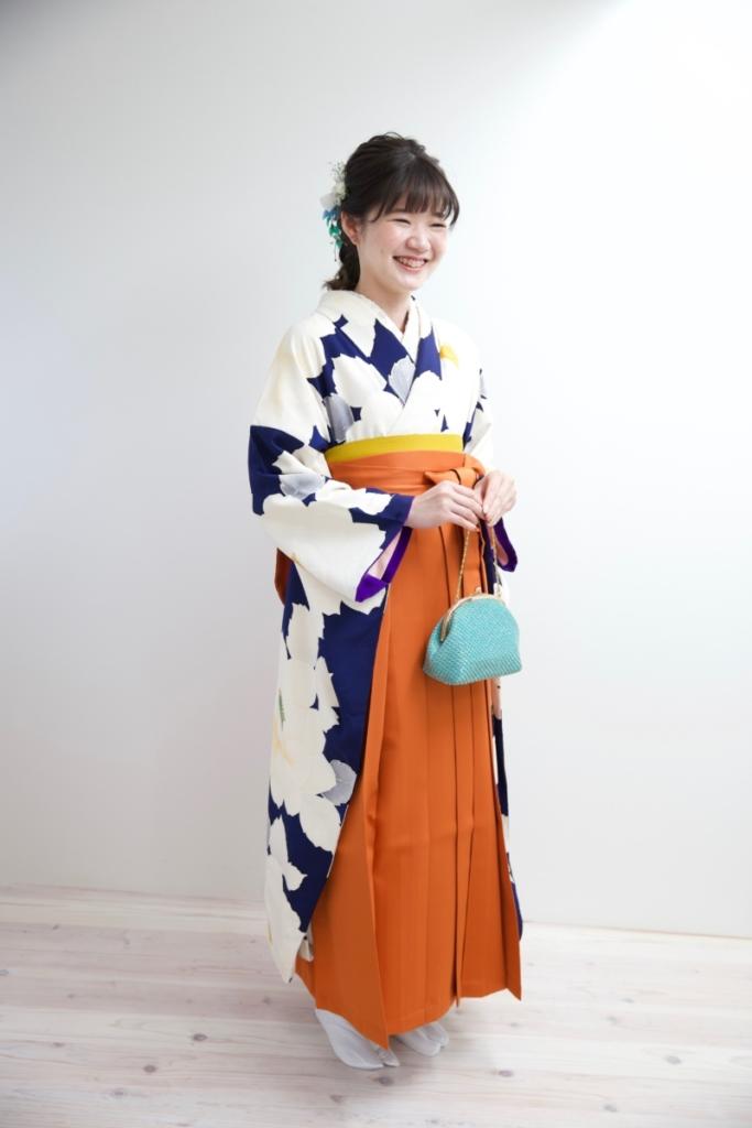 濃紺花振袖にオレンジ袴