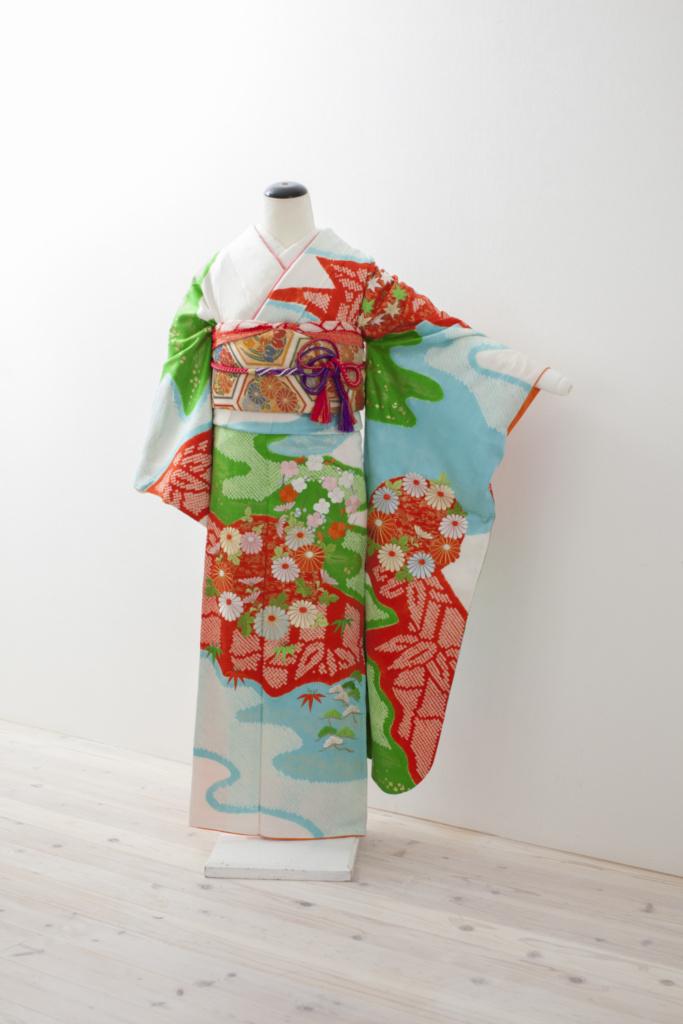 白地水色緑赤絞りに花刺繍振袖