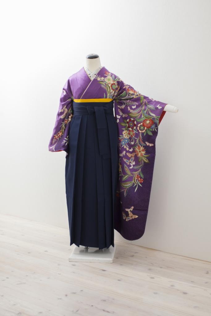 紫地洋花に蝶振袖に紺袴
