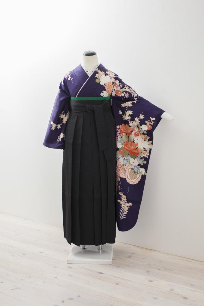 濃紺紫地花柄振袖に黒袴