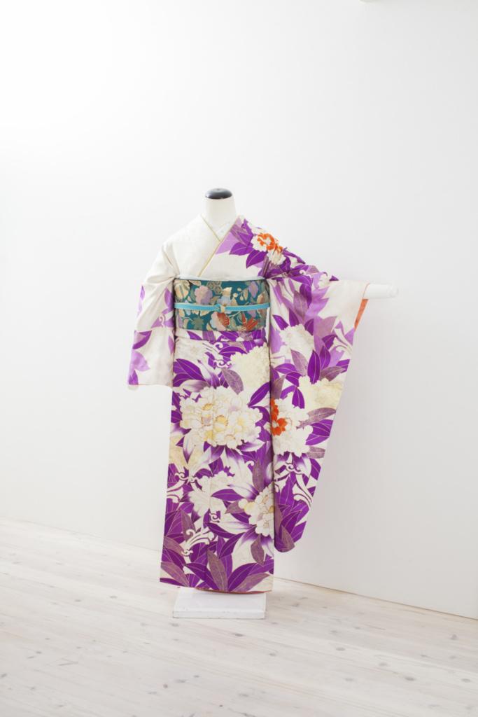 紫地白大花振袖