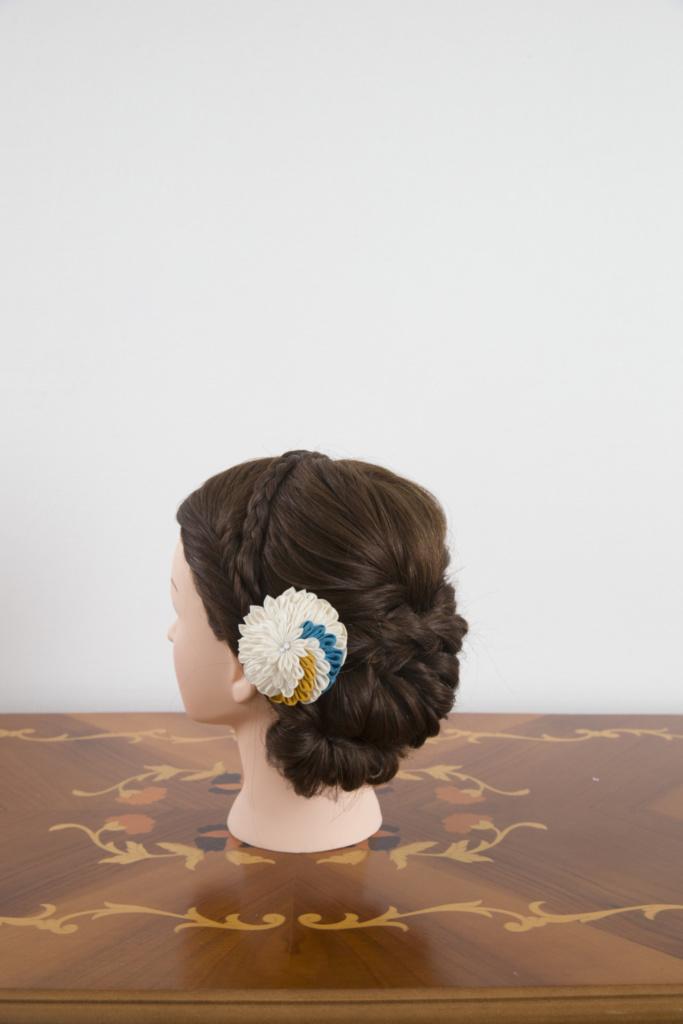 つまみ細工髪飾り・白半くす