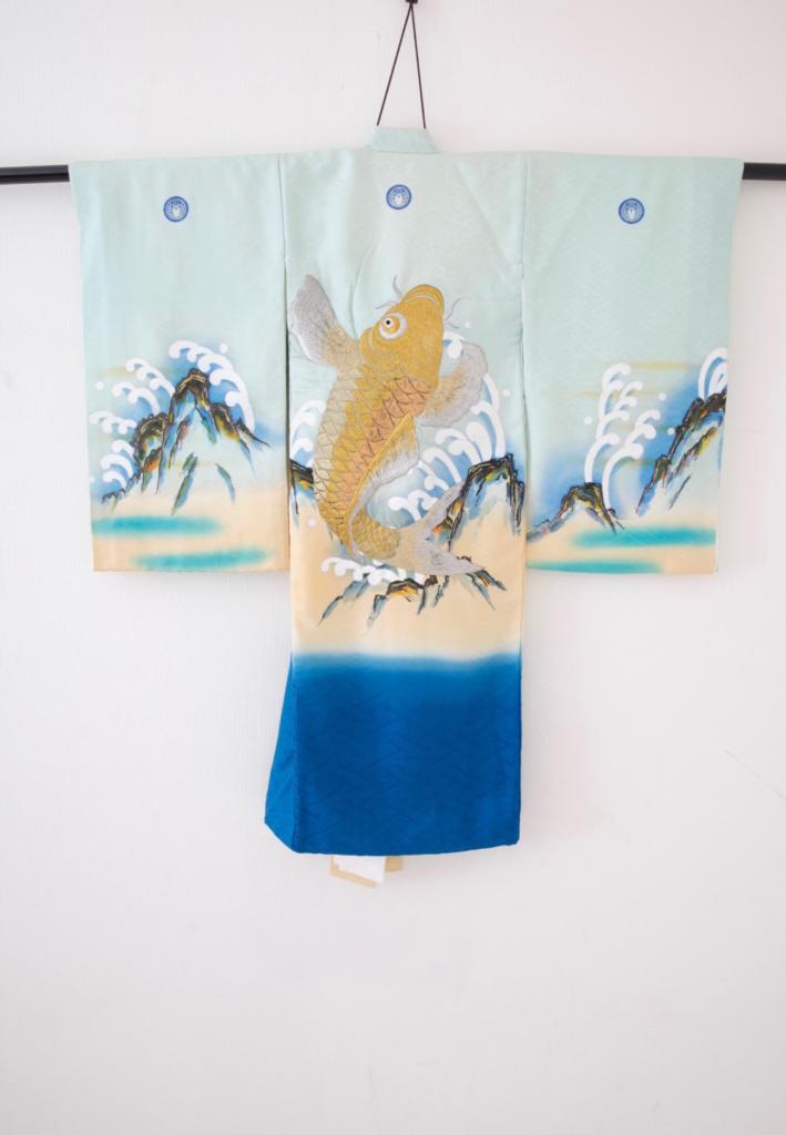青地金刺繍鯉