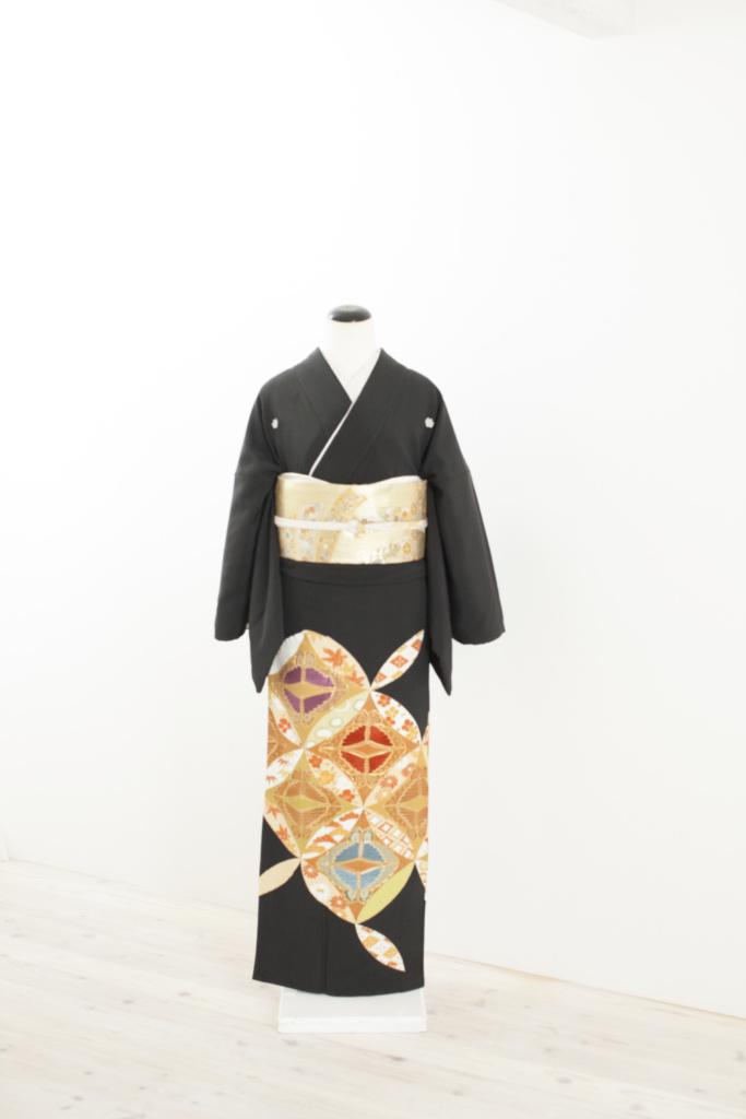 七宝に蝶黒留袖