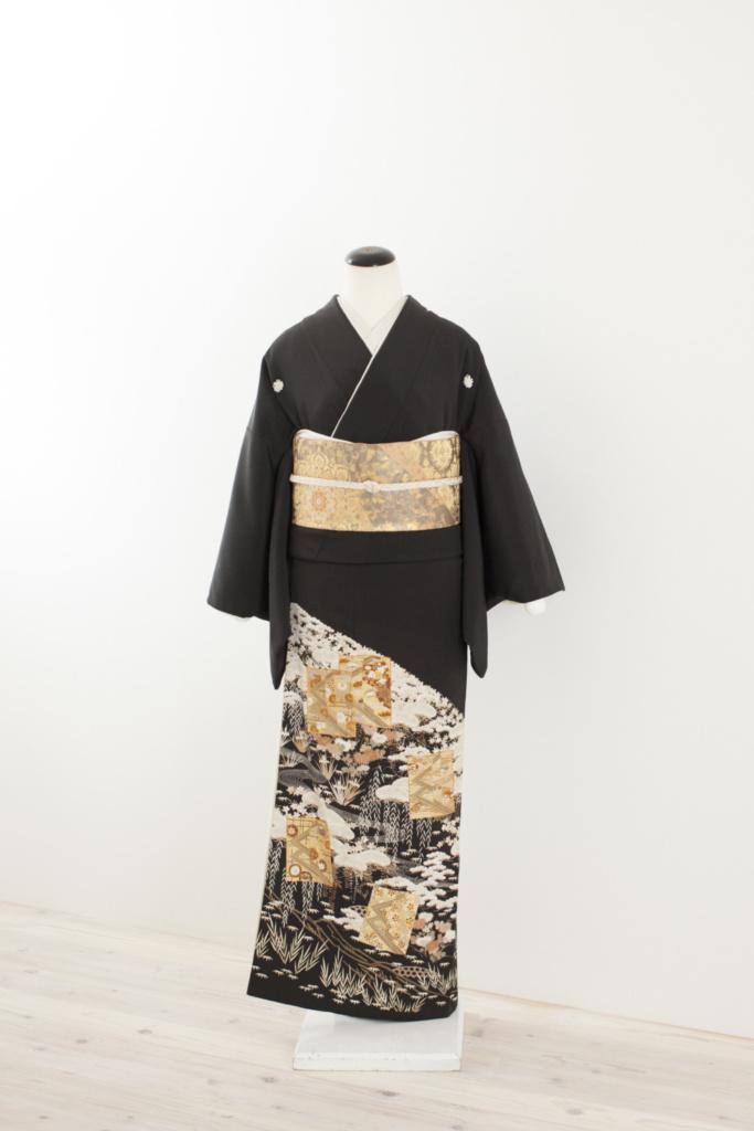 松に色紙黒留袖