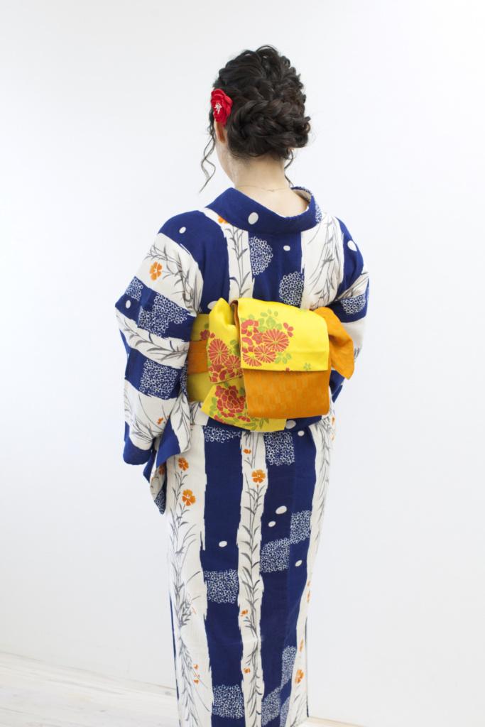 〈レンタル浴衣〉綿麻の浴衣に黄色の帯でコーディネート!