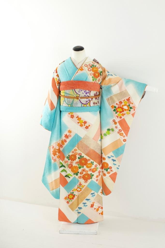水色紗綾形に菊小花柄振袖