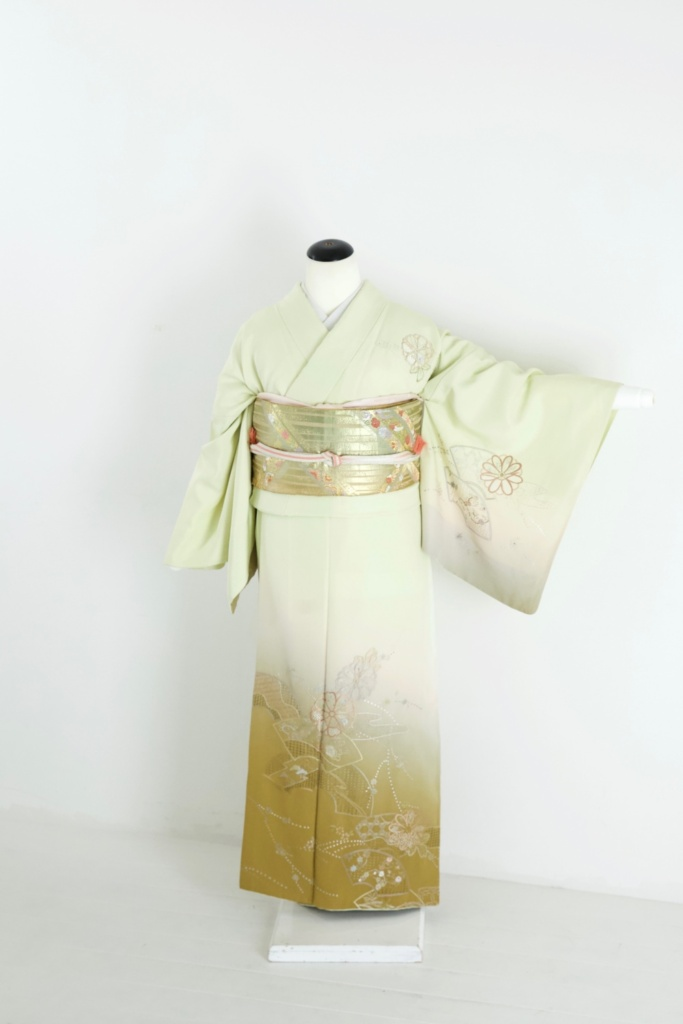 薄緑裾ぼかし花刺繍《ふくよかサイズ対応》