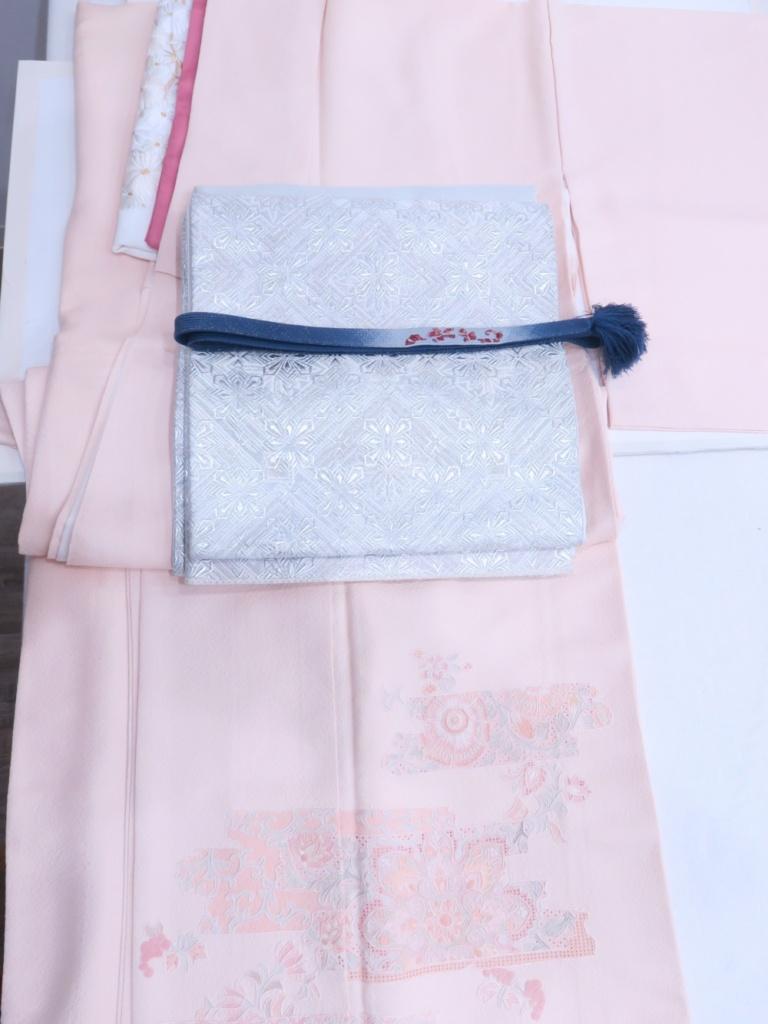 <レンタルきもの>お宮参りへ・お母さん着物コーデ ピンク地スワトウ刺繡付下げ