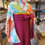 <レンタルきもの>七五三などの付き添い姉妹の装いに「袴」