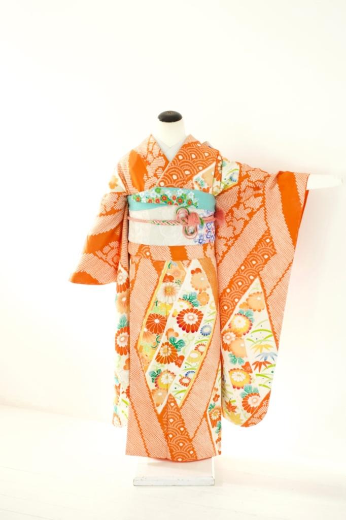オレンジ絞り花柄振袖